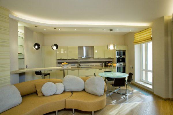 потолок из гипсокартона в дизайне кухни совмещенной с гостиной