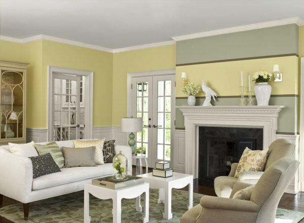 светлая мебель с теплыми акцентами интерьера
