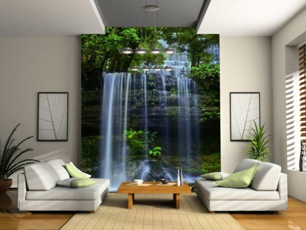Обои с водопадом и удачной точечной подсветкой