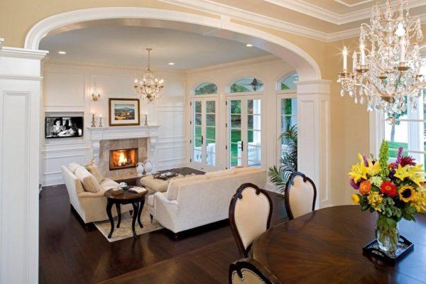 Шикарная кухня-гостиная в классическом стиле