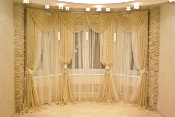 оформление элитными шторами современной гостиной