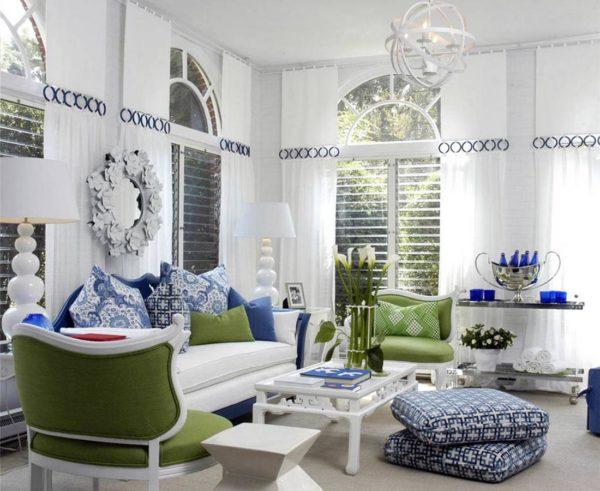 белый диван в фьюжн интерьере