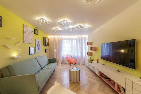 желтые стены в пастельном дизайне