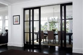 более конкретное зонирование за счет прозрачных раздвижных дверей