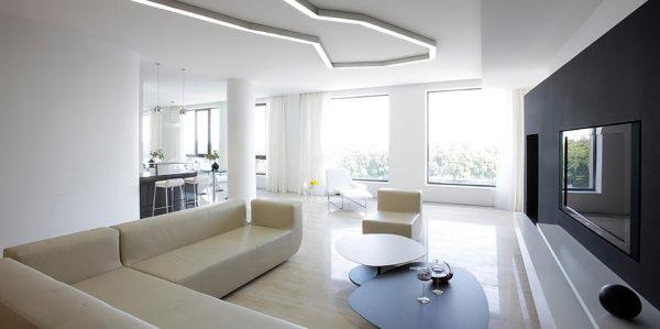 выдержанный минимализм в дизайне гостиной комнаты