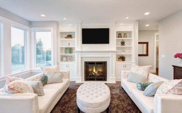 современная гостиная стиля модерн со светлой мебелью