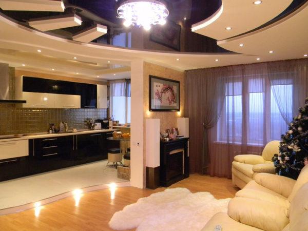 Глянцевый потолок и полированный пол