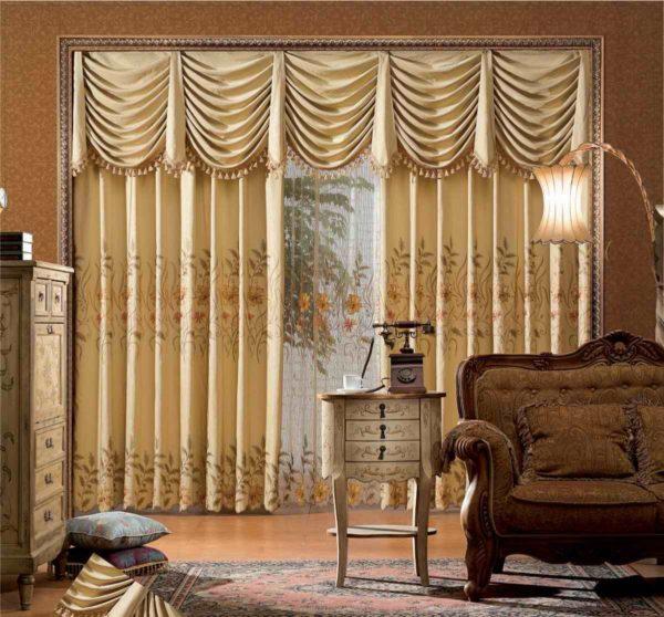 ламбрекен в интерьере гостиной