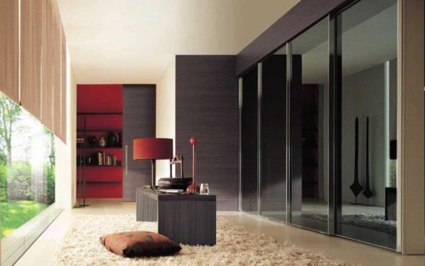 черный шкаф купе в дизайне гостиной комнаты