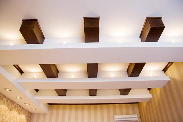 балки в декоре потолка