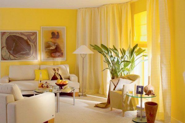 желтые оттенки в дизайне гостиной комнаты