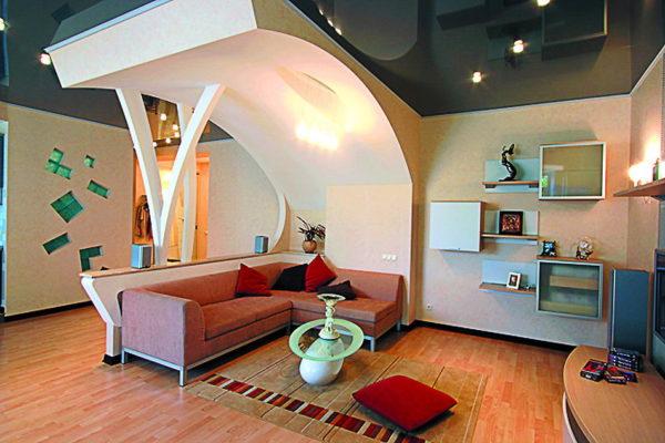 арка как элемент навесного потолка над зоной отдыха
