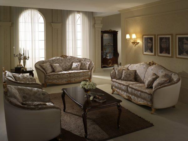 Серебристо-коричневый интерьер гостинной