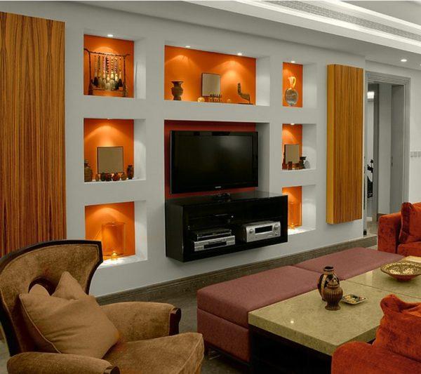 Сложная конструкция с нишами и телевизором