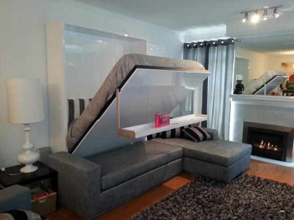 Раскладная кровать в гостиной комнате