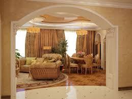 цвет арки повторяет палитру гостиной